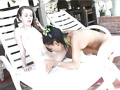 Teenager women gobble each other's cunt outdoors